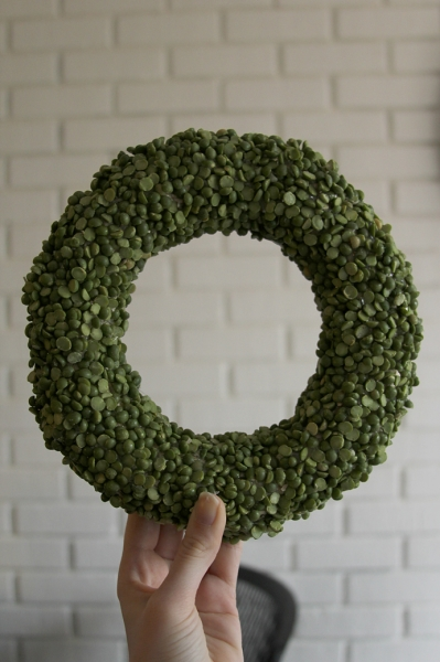 Split Pea Wreath via lilblueboo.com
