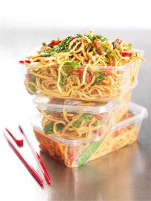 Sesame Peanut Noodles via lilblueboo.com