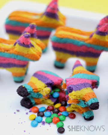 Cino de Mayo Pinata Cookies via SheKnows at lilblueboo.com