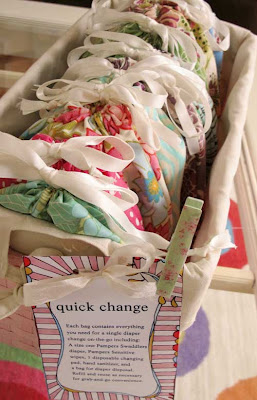 DIY Baby Gift Ideas: Quick Change Bags via lilblueboo.com