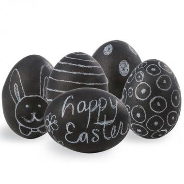 Chalkboard Easter Eggs via lilblueboo.com