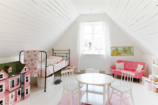 vintage girls bedroom decor via lilblueboo.com