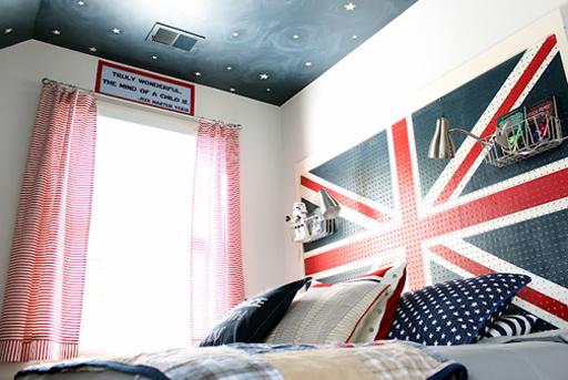 Union jack headboard and other boy's bedroom decor ideas via lilblueboo.com