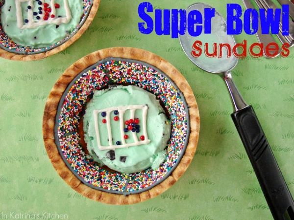 Kid Friendly Super Bowl Ideas: Super Bowl Sundae via lilblueboo.com
