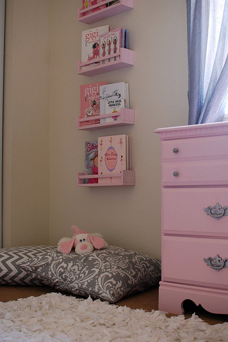 Reading Nook or Corner Space for Kids by The Baby Steps Blog via lilblueboo.com