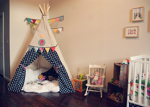 Reading Tent for Kids by Jen Loves Kev via lilblueboo.com