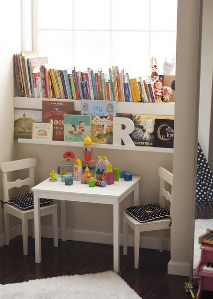 Reading Nook or Corner Space for Kids by Jen Loves Kev via lilblueboo.com