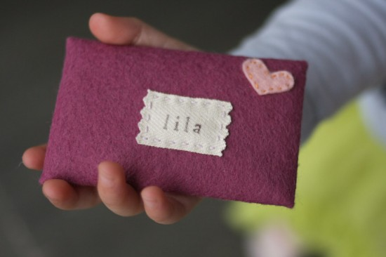 Personalized Felt Valentine's Day Evelopes via lilblueboo.com