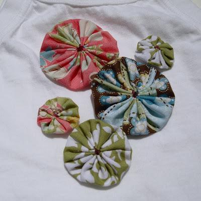 The Evelyn Apron Skirt yo-yos via lilblueboo.com