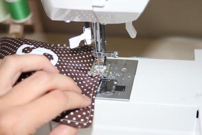 How to make personalized beanbags sew shut via liblueboo.com