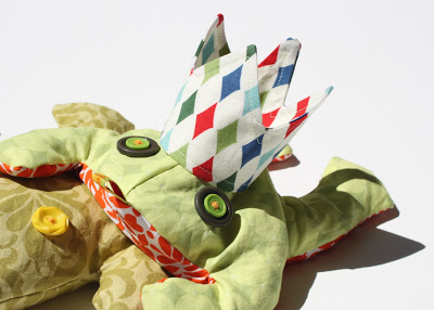 Stuffed Frog Beanbag Toy DIY Tutorial and Free Pattern Download step 5 via lilblueboo.com