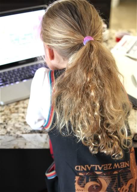 Tie Dye Elastic Accessories / Hair Tie Image 2 Tutorial via lilblueboo.com
