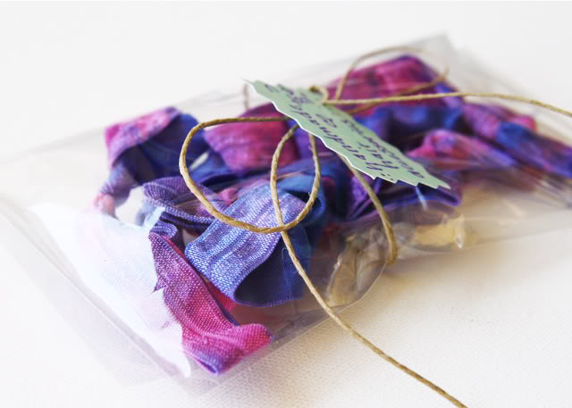 Tie Dye Elastic Accessories Tutorial - makes a great gift! via lilblueboo.com