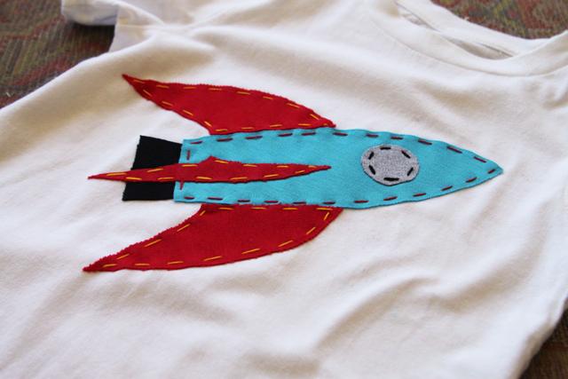 DIY rocket ship applique free download via lilblueboo.com