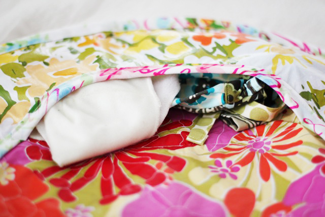 How to make a round diaper changer from a vinyl tablecloth (plus free pattern downloade) via lilblueboo.com