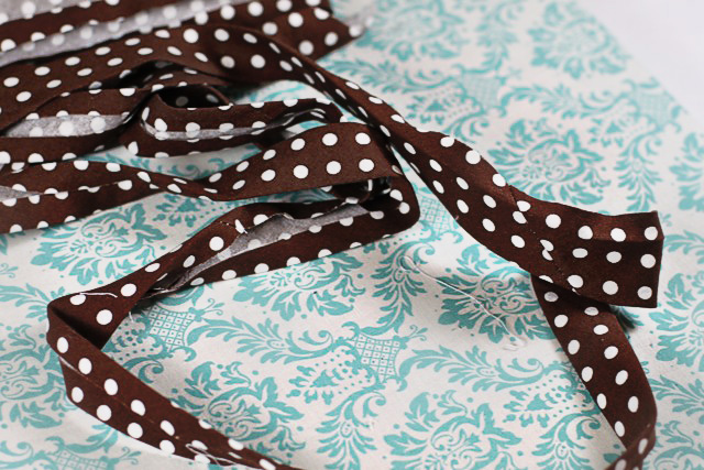 Bias Tape Tutorial and Crafts via lilblueboo.com