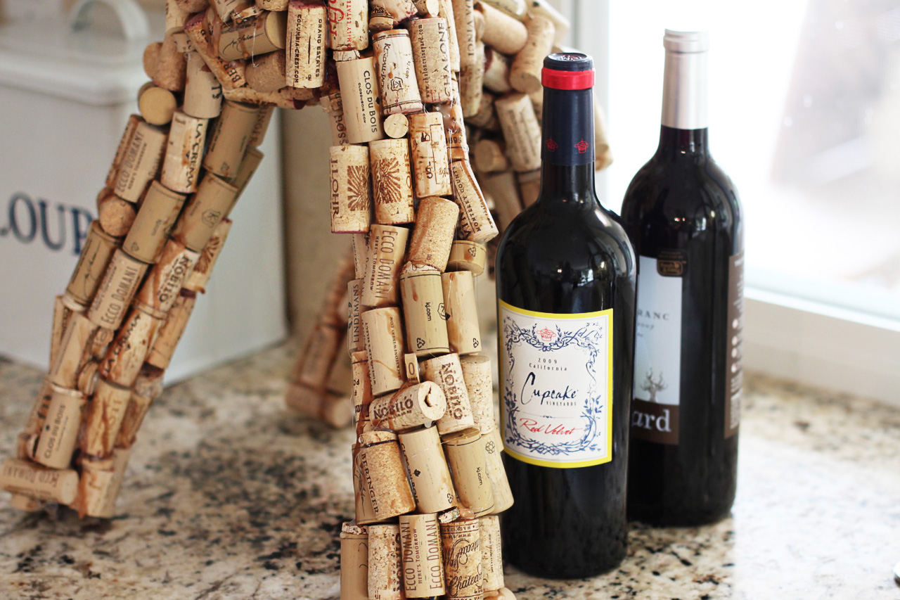How to make a sculpture from wine corks via lilblueboo.com