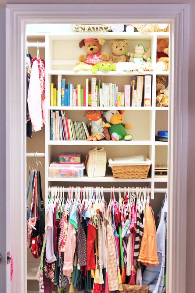 Kids Room Closet Organization via lilblueboo.com