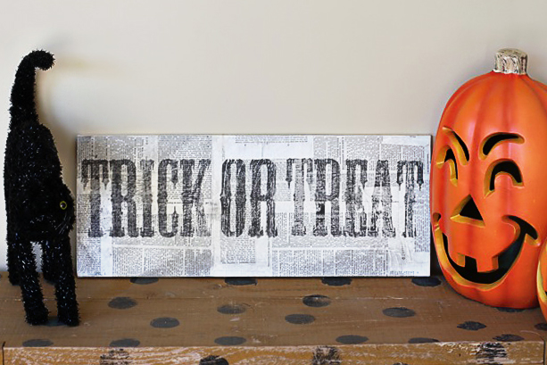 a distressed trick or treat halloween sign diy tutorial via lilblueboo.com