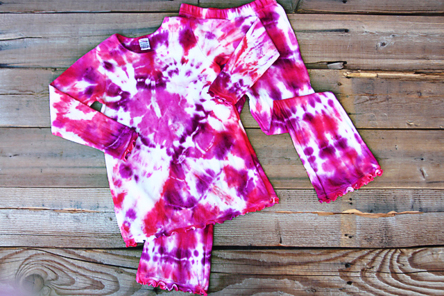 how to tie dye shapes into shirts
