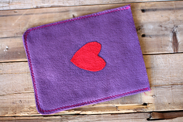 DIY iPad cover - how to make an easy iPad or tablet cover using felt