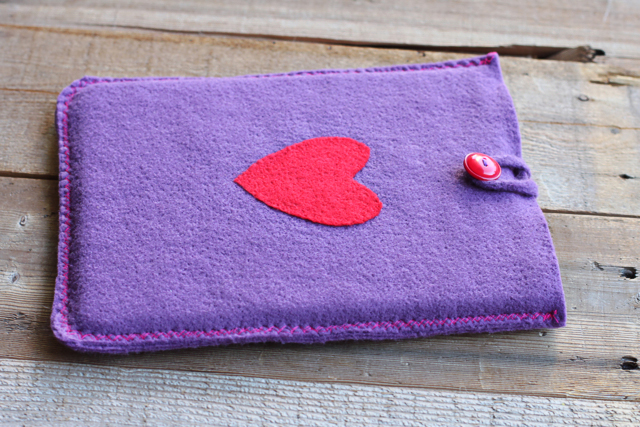 DIY handmade iPad or tablet cover - fun technology related gifts