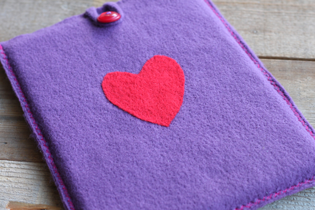 Needle Felted iPad / iPhone Cover. DIY tutorial via lilblueboo.com