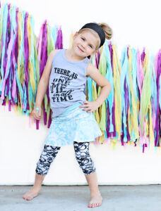 diy ombre ribbon garland tutorial for photography backdrop or party decor via lilblueboo.com