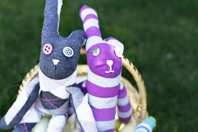 How to make sock animals - Basket. DIY Tutorial via lilblueboo.com