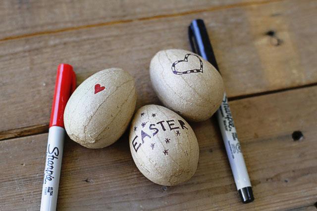 Alternative Easter Eggs step 11 (A Tutorial) via lilblueboo.com