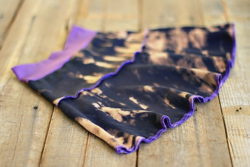 DIY Bleach Tie Dye on Knit via lilblueboo.com