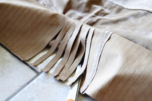 DIY Fringe Bag Tutorial (cutting the fringe!) via lilblueboo.com