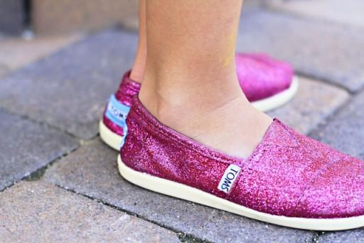 DIY Glittery TOMS via lilblueboo.com #toms