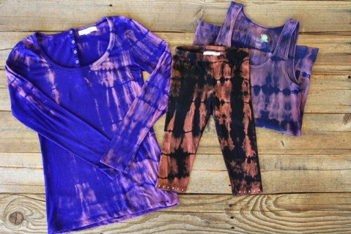 DIY Bleach Tie Dye via lilblueboo.com