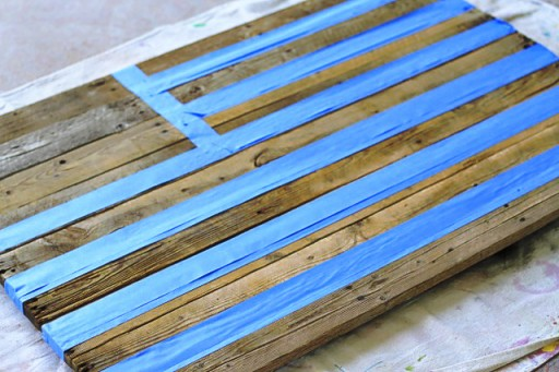Masking with Tape Reclaimed Wood Pallet via liblueboo.com