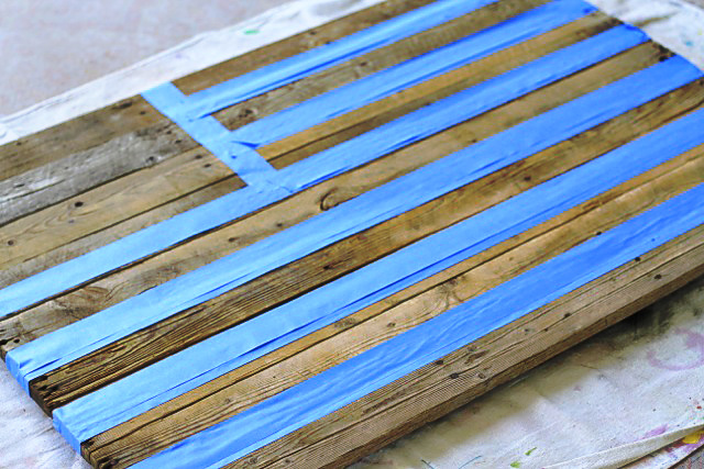 Masking with Tape Reclaimed Wood Pallet via liblueboo.com - DIY Reclaimed Wood American Flag