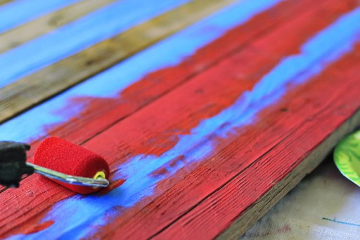 DIY American Flag Home Decor from (Painting Red Stripes) Wood Pallet via liblueboo.com