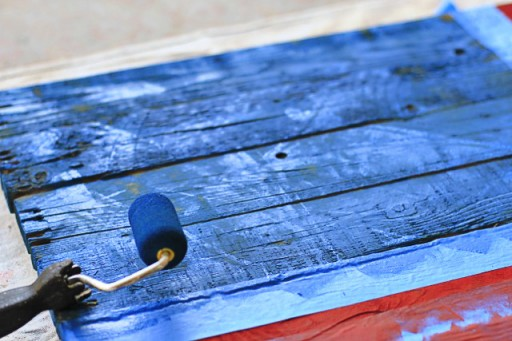 DIY American Flag Home Decor from (Blue) Wood Pallet via liblueboo.com