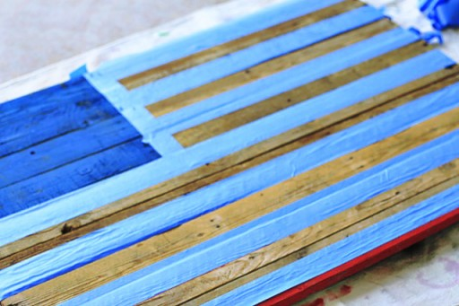 DIY American Flag Painting from (Before White Stripes) Wood Pallet via liblueboo.com