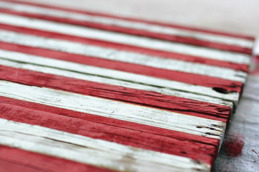 DIY Rustic Distressed American Flag Painting from (Drying) Wood Pallet via liblueboo.com