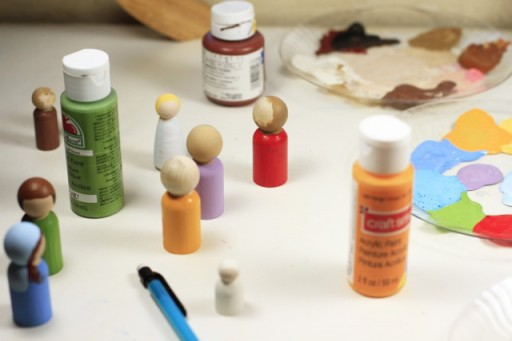 Making Handpainted Peg Dolls via lilblueboo.com