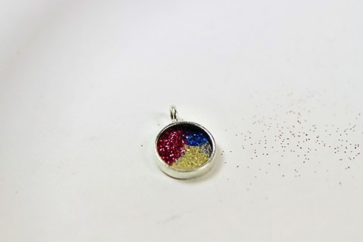 Make a Glitter Resin Pendant via lilblueboo.com #diy #tutorial