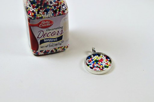 How to make a sprinkle filled resin pendant via lilblueboo.com