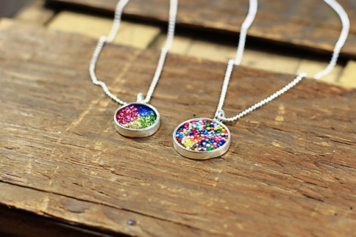 How to make your own resin jewelry via lilblueboo.com