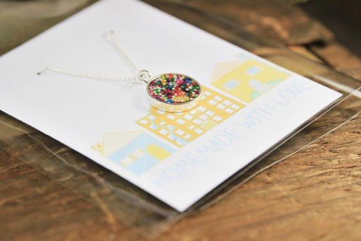Homemade Gift Ideas: How to make your own resin jewelry necklace via lilblueboo.com #gifts