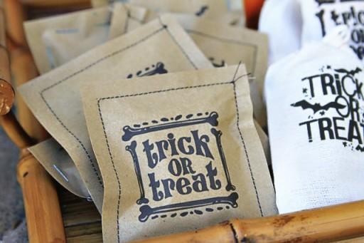 Sew Paper Treat Bags via lilblueboo.com #valentines #adventcalendar #halloween