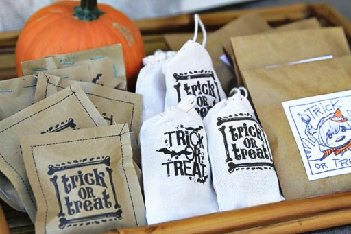 Halloween Treat Bags ideas via lilblueboo.com