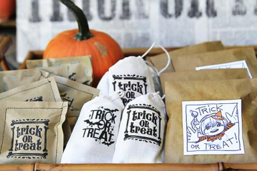 DIY Halloween Treat Bags ideas via lilblueboo.com