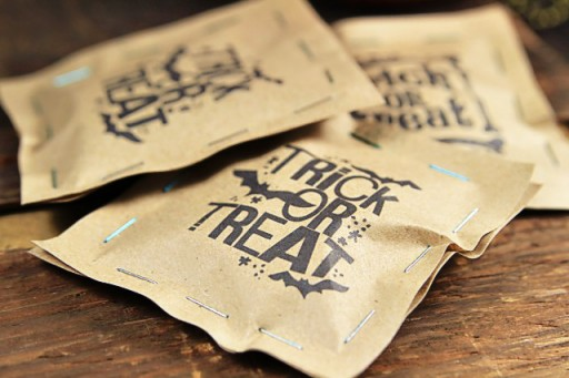 Staple or Sew Paper Treat Favor Bags Halloween via lilblueboo.com