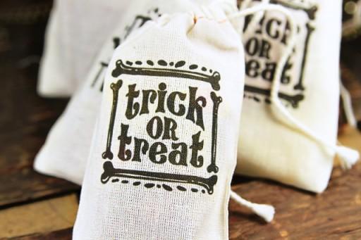 DIY Trick or Treat Bags via lilblueboo.com